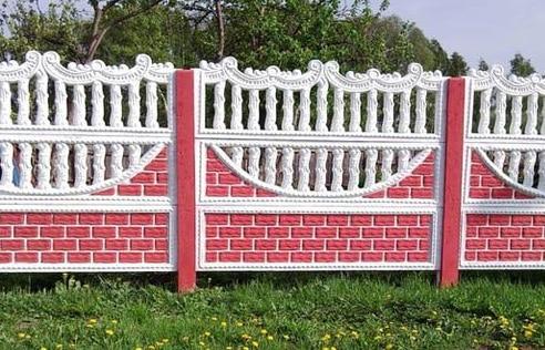 окрашенный бетонный забор