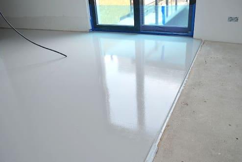 как и чем покрыть бетонный пол