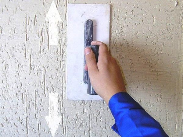 Как наносится короед на стены