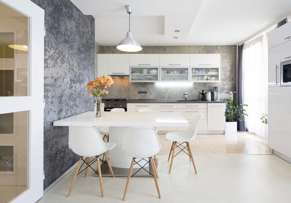 Как выглядит венецианка в интерьере кухни