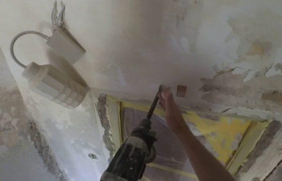 Как снять шпаклевку с потолка