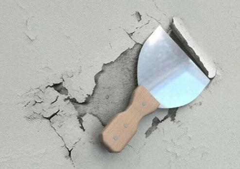Удаление слоя шпаклевки с потолка