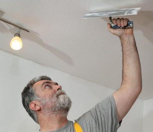 Как и чем шпаклевать потолок