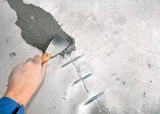 Как и чем заделывать трещины в стене в штукатурке