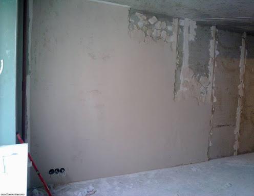 Обязательно ли удалять маяки после штукатурки стен
