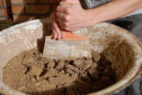 Приготовление смеси для оштукатуривания печи