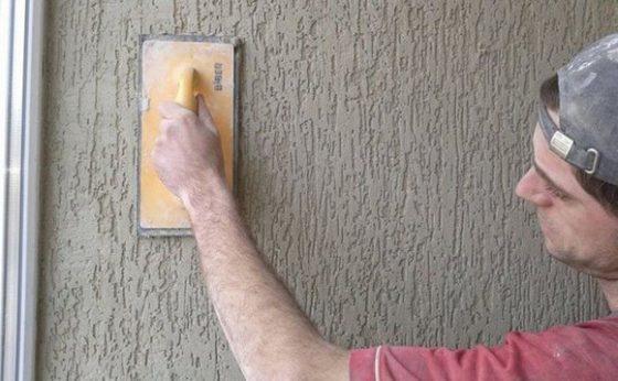 Как правильно наносить декоративную шпаклевку короед