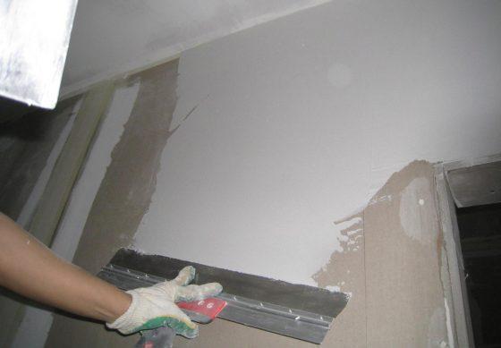 Нанесение шпаклевки на стены из ДСП
