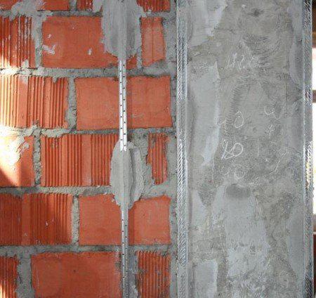 Как и чем штукатурить кирпичную стену