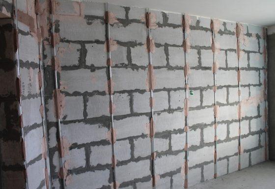 Разметка стены маяками под штукатурку