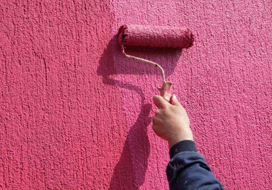 Чем лучше окрасить фасад
